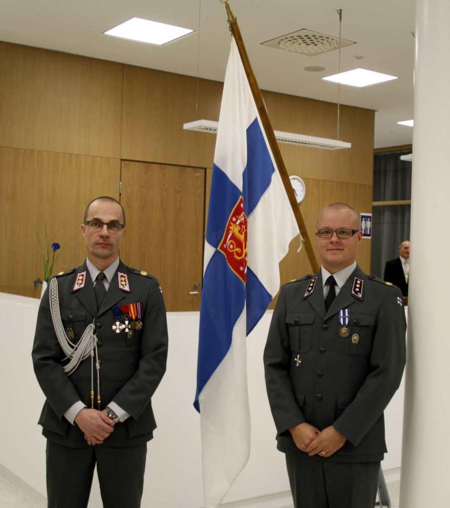 Evl JUkka Kentala ja kapt Toni Pelho reserviläisten ylentämis- ja palkitsemistilaisuudessa 4.12.2015.
